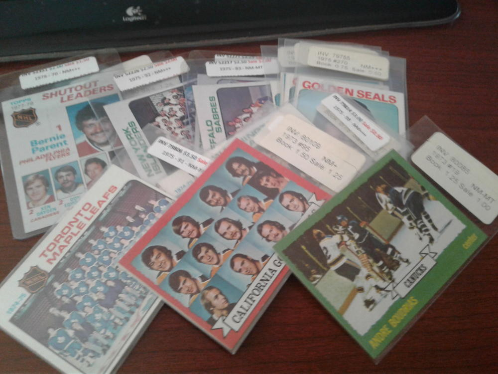 Lot of 17 1970s Topps Hockey Singles, Teams, and Semi Stars Generally High Grade BV $28